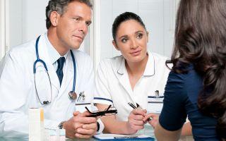 К какому врачу человеку надо обращаться с бородавками?