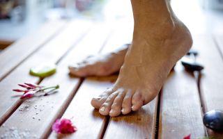 Причины и лечение подкожной бородавки на стопе