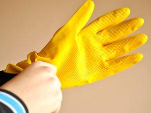 Использование перчаток при контакте с чистотелом