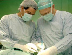 лечение меланомы хирургическим путем