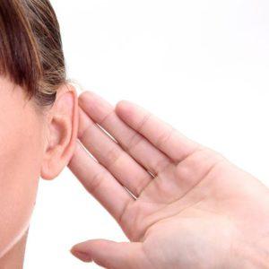 атерома за ухом причины