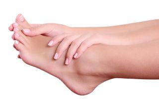 Появилась мозоль на подушечке пальца ноги: как устранить боль?